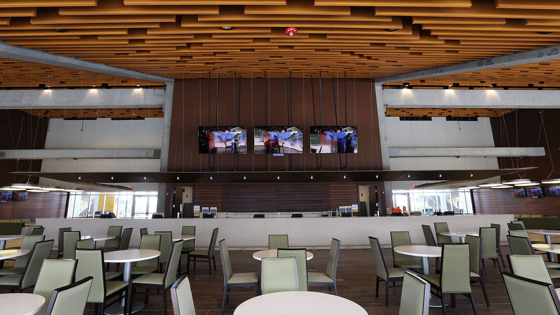 Orlando citrus bowl indoor club for Mercedes benz lounge amway center